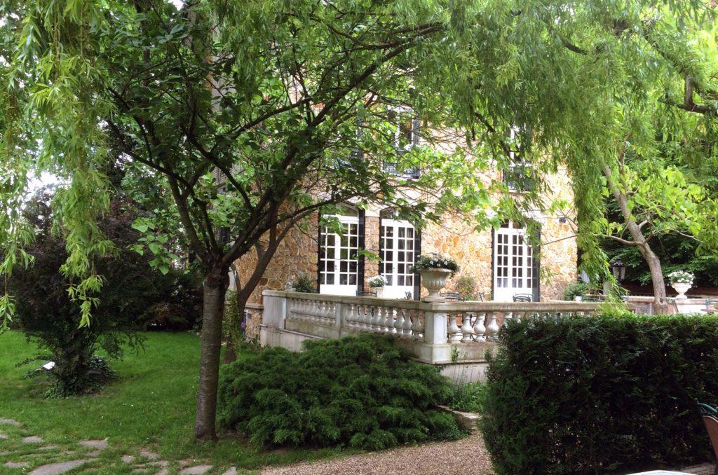 Restaurant Le Tastevin - Terrasse et Jardin
